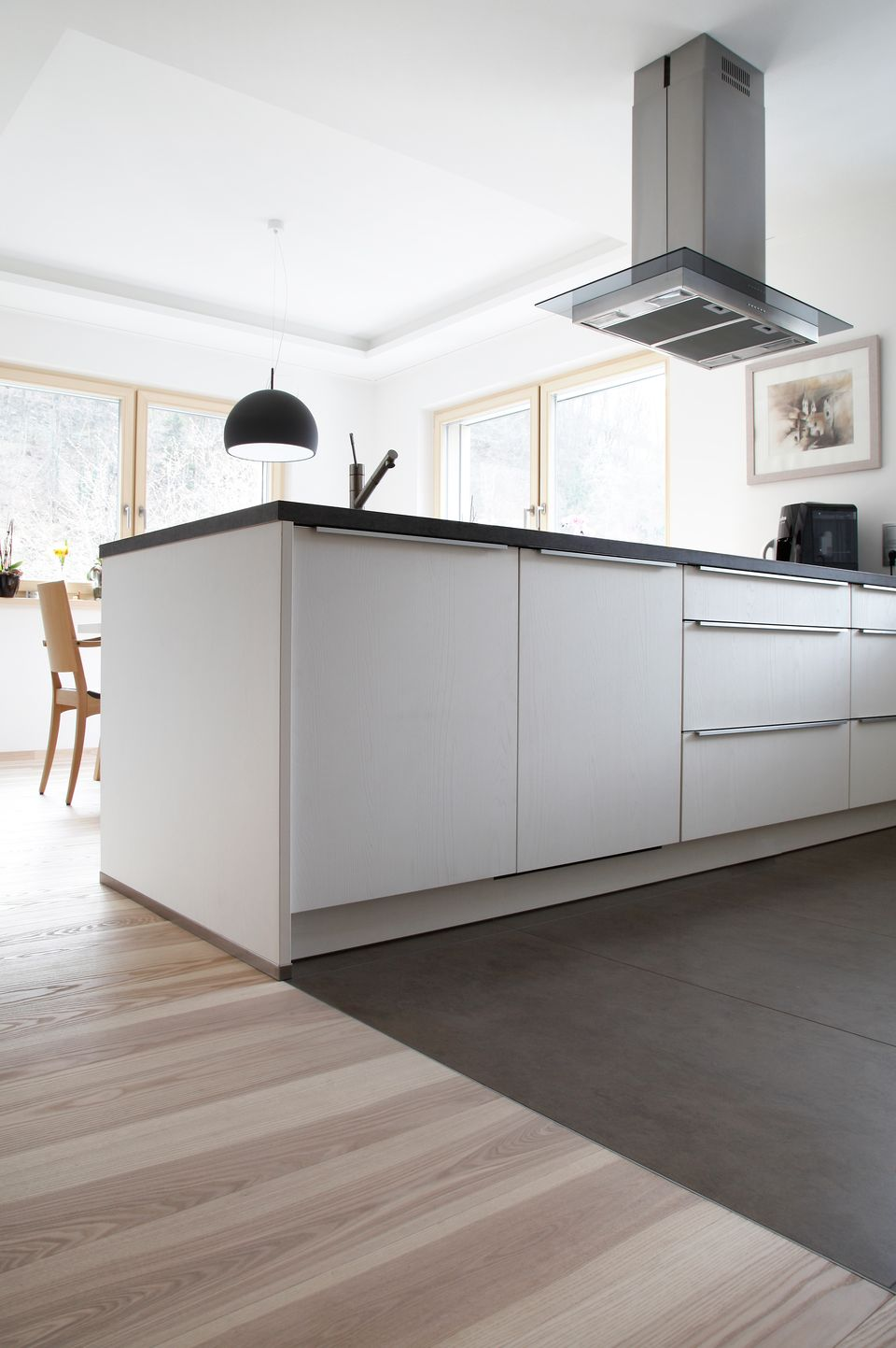 erfahren die bodenleger von hofer fliesen b den s dtirol. Black Bedroom Furniture Sets. Home Design Ideas
